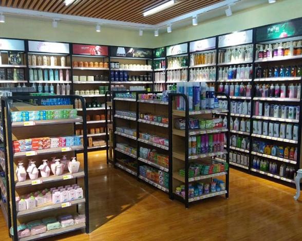 彩妆店货架